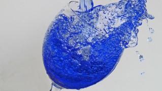 青 液体 点滴 インク ガラス スプラッシュ