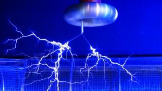 フラッシュ Tesla ぐるぐる巻いたもの 実験 Faradayscher ケージ ファラデーケージ