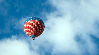 Air-Balloon-with-American-Flag