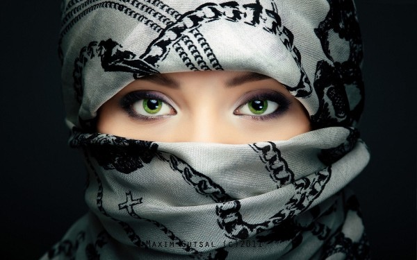 Beautiful-Woman-with-Veil-on-Face