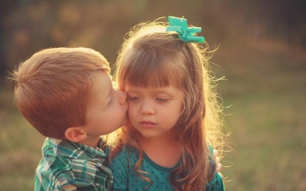 Boy-Kissing-Girl