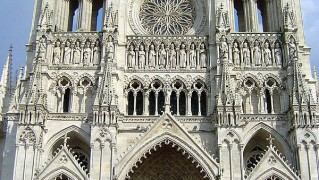 Cathedral_of_Amiens_front