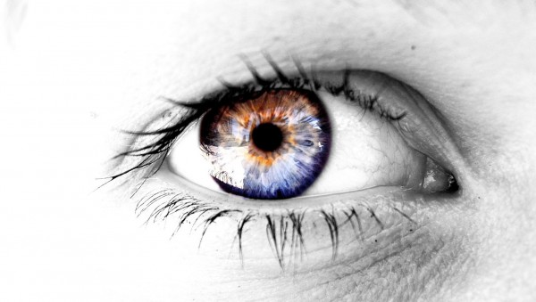 Closeup-of-Colored-Human-Eye
