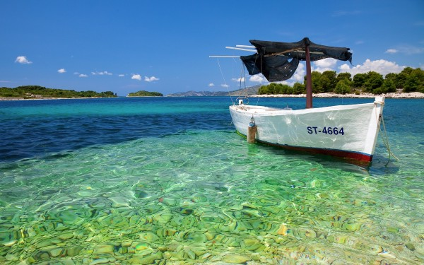 Empty-Boat-on-Clear-Water