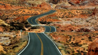 Hilly-Road-in-the-Desert