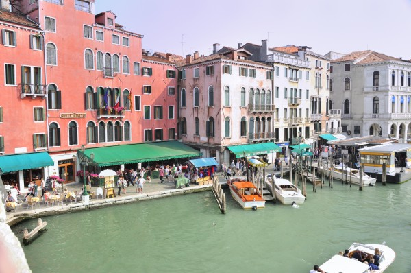 Hotel_Ca_Sagredo_-_Grand_Canal_-_Rialto_-_Venice_Italy_Venezia_-_Creative_Commons_by_gnuckx_(4965623671)