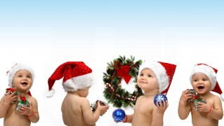Kids-Playing-in-Christmas