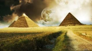 Moon-Between-the-Pyramids
