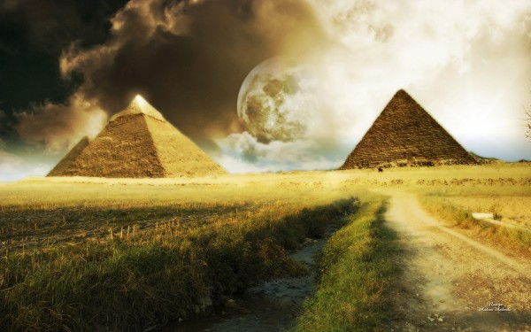 Moon-Between-the-Pyramids