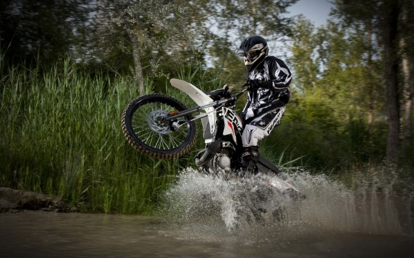 Motorbike-Obstacl-in-Water