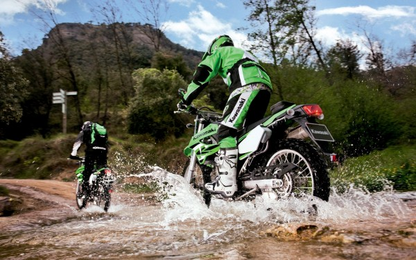 Mountain-Bike-Racing-in-Water