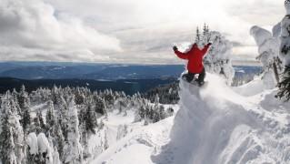 Snowboarding-Cliff-Jump