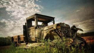 Vintage-Ruined-Car