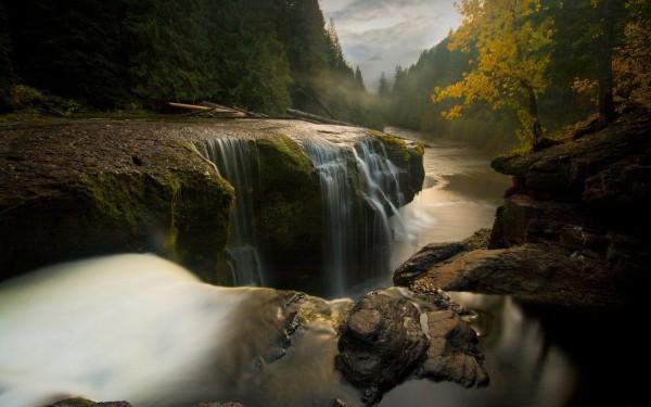 Waterfalling-in-Slow-Shutter