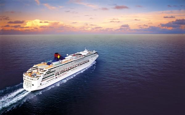 big_cruise_ship_in_the_sea-wide